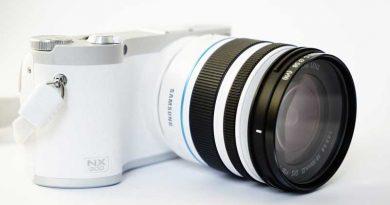 Samsung NX300 Compact System Camera